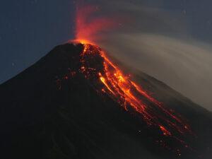 Strombolian eruption from the main crater. © Marc Szeglat